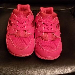 NIKEHuarache Red SneakerToddler (Size 7)